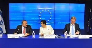 Ilustrační foto, podpis Asociační dohody v Bruselu (via ECCP)