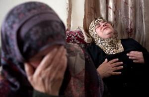 Matka oplakává zemřelého syna, foto EPA