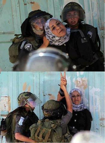Izraelské vojačky v Hebronu zadržují Palestinku (foto: facebook)